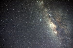 800px-Milky_Way_Galaxy_and_a_meteor
